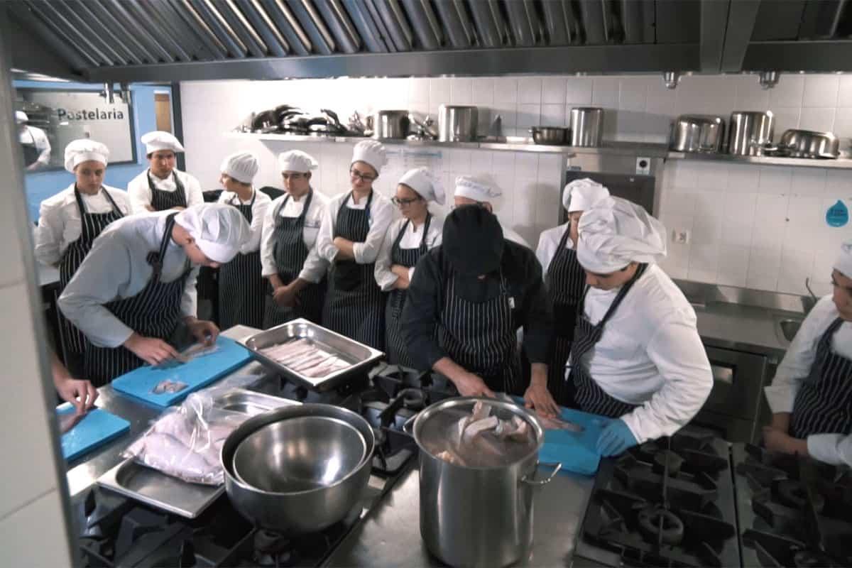https://mostra.caerus.pt/wp-content/uploads/2021/04/Mostra-Caerus-Escola-de-Hotelaria-e-Turismo-do-Porto-004.jpg